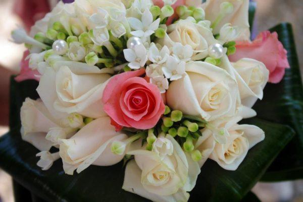 bouquet con tocco di rosa