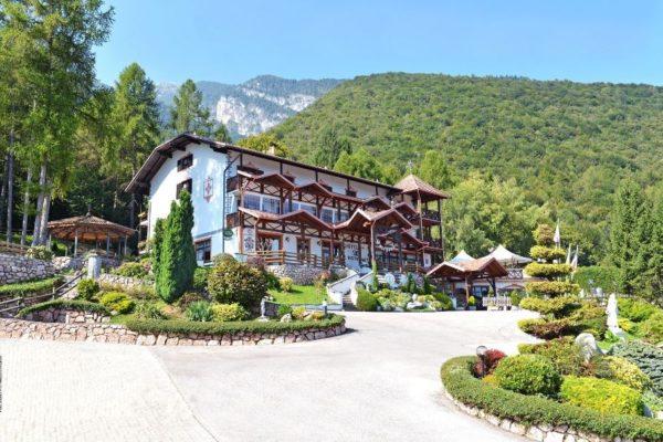 HOTEL RISTORANTE SCOIATTOLO