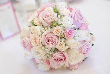 Bouquet Sposa Rosa E Bianco.Consigli Sulla Scelta Del Bouquet Da Sposa Nozzespeciali It