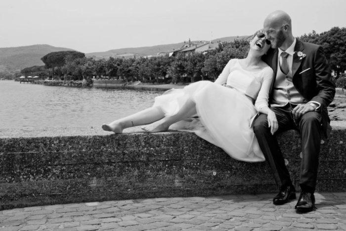 Foto di coppia sul lago