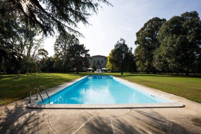 La piscina e il parco