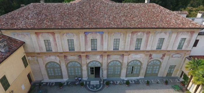 La facciata vista dall'alto