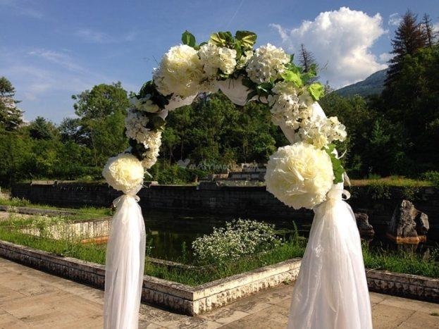 arco con fiori
