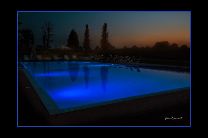 piscina by night 1