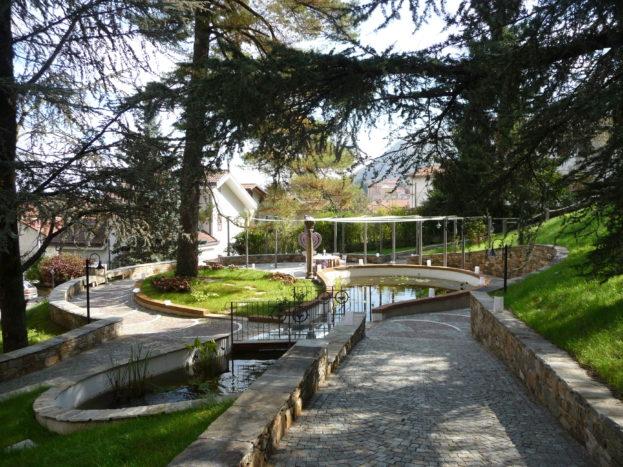 Zona del parco con vasca ninfe