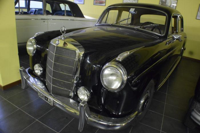 Cecilia - Mercedes 220 s