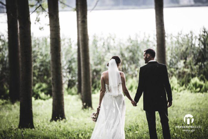 foto di coppia nella foresta