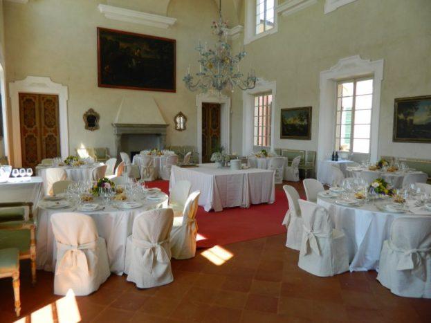 Tavoli e Buffet nel Salone