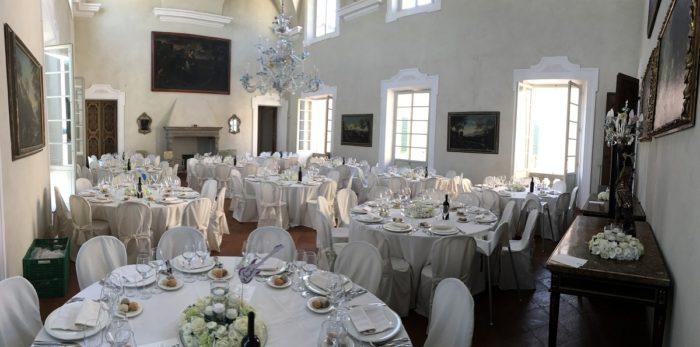 Tavoli nel Salone da Ballo