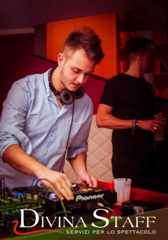 DJ a lavoro