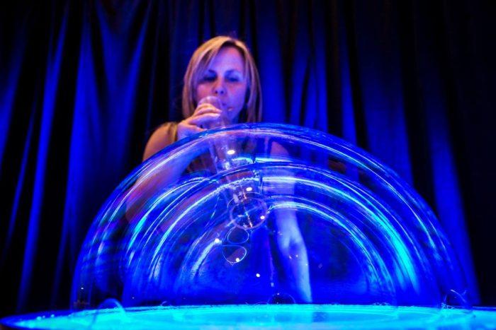 Insieme di bolle su tavolo