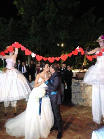 accoglienza sposi sui trampoli