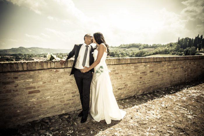 sposi muro antico