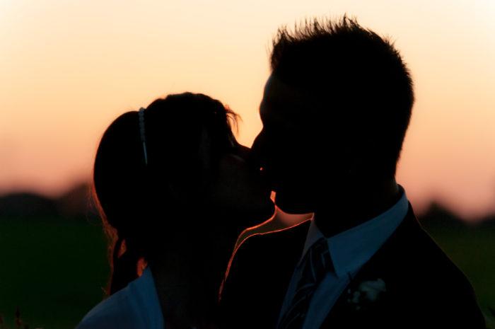 Bacio rubato al tramonto