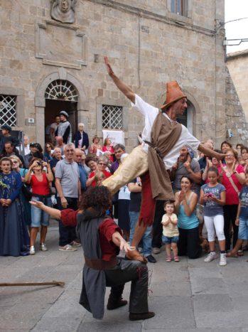 Acrobati medievali