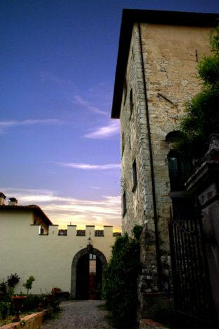 La torre medievale al tramonto