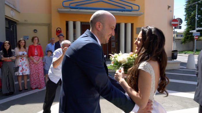 sposi prima della chiesa