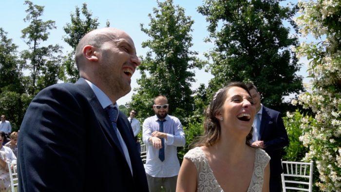 sposi mentre ridono