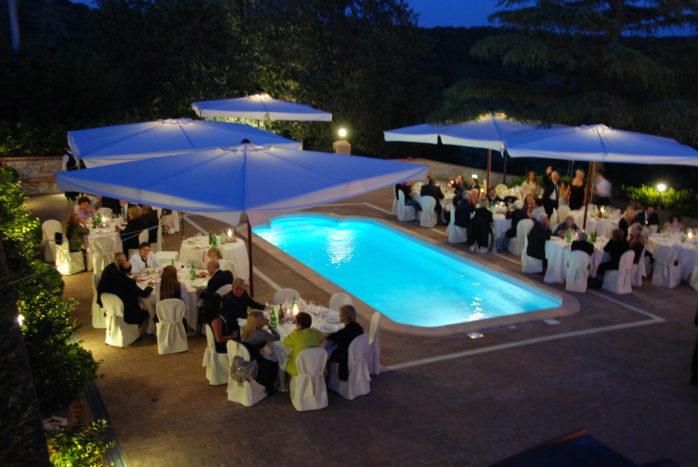 cena a bordo piscina