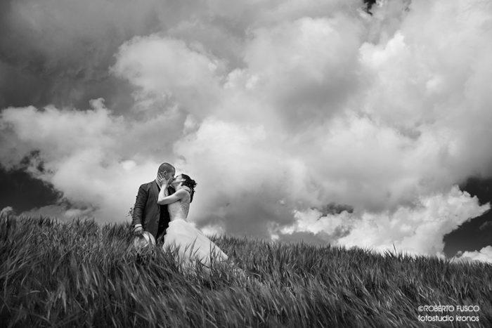 gli sposi sotto le nuvole