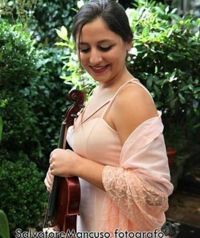 Laura - Violinista