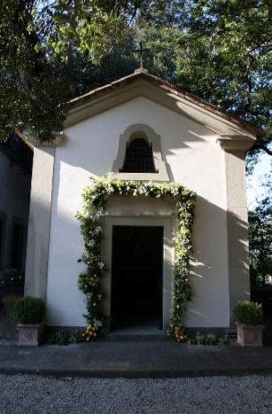 Cappella al lato della vill