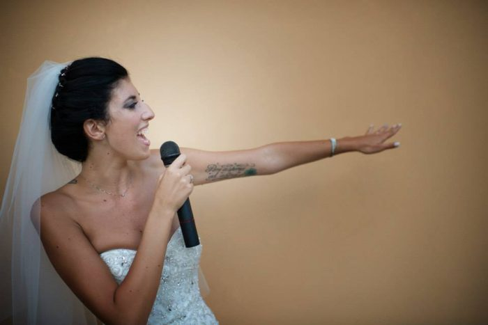 La sposa canta