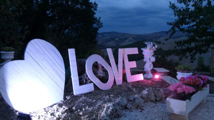 Art.399 La scritta love