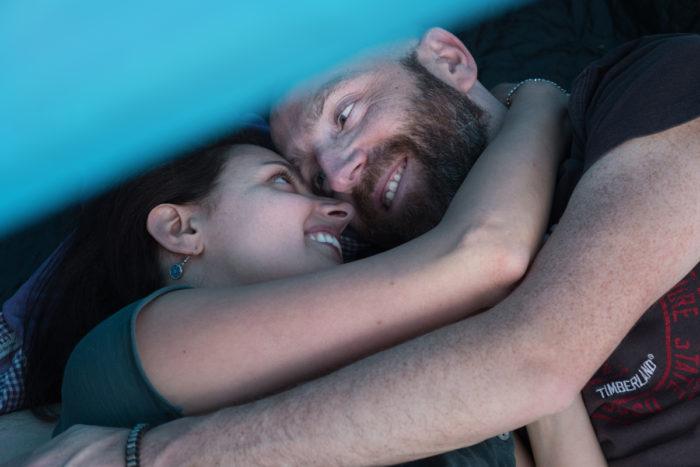 Abbraccio in tenda