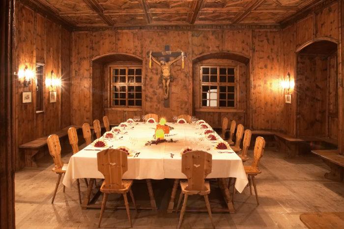 salotto rivestito con legno