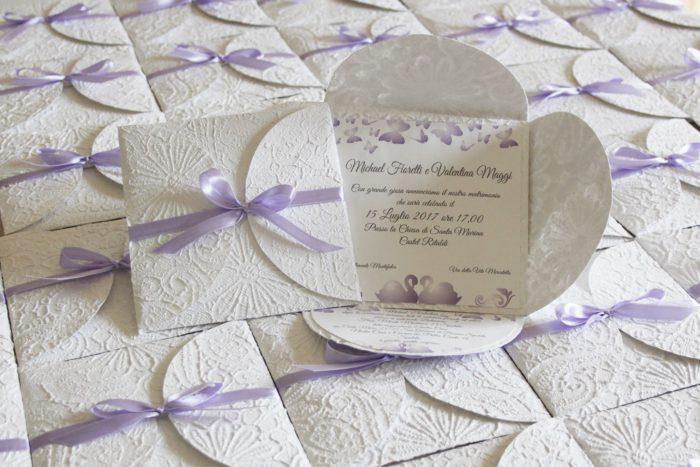Invito lilla e bianco