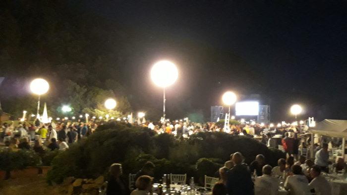 lune illuminanti e 1000 ospiti