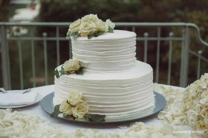 Torta nuziale in panna