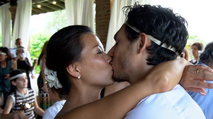 bacio sposi durante i balli