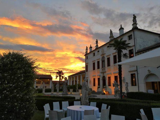 La Villa al tramonto