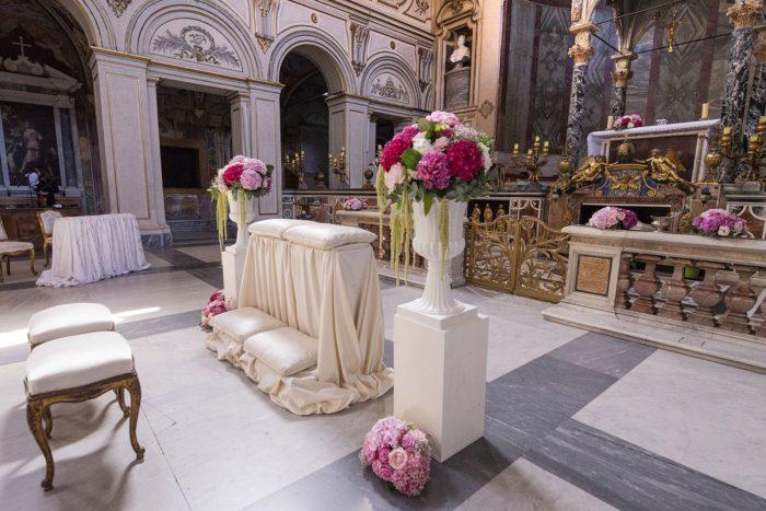 Allestimento fiori in chiesa