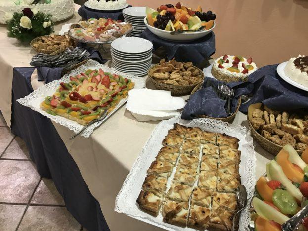 Buffet di dolci e frutta