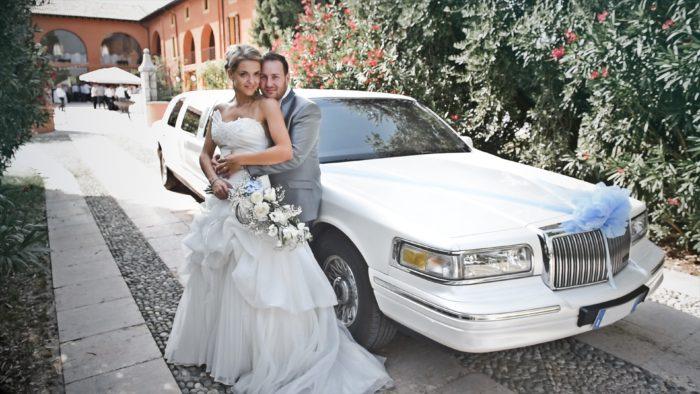 Sposi in limousine