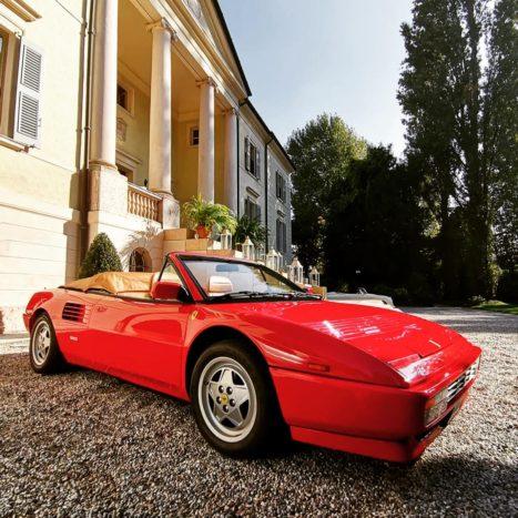 Ferrari cabrio in villa