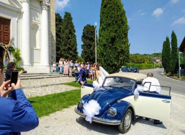 L'arrivo sposa in maggiolino