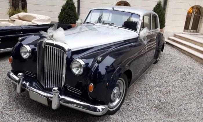 Bentley S1 in villa