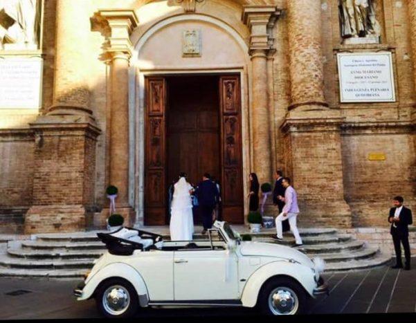Arrivo sposa in maggiolino