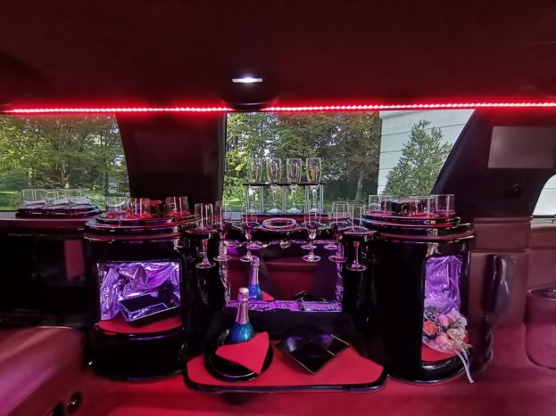 Il bar interno della limousine