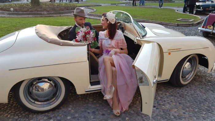 sposi vintage su Porsche 356