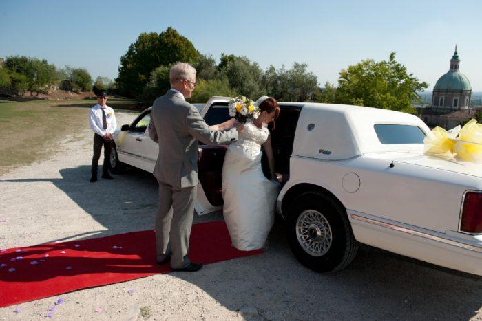 L'arrivo sposa in limousine